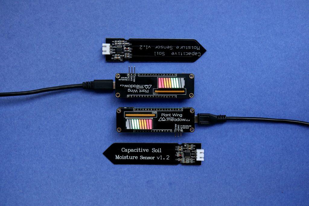 Sensoren, Mobiltelefone, Laptops und einfache Computer gelten als Edge Devices, auf denen Edge Computing statt findet.
